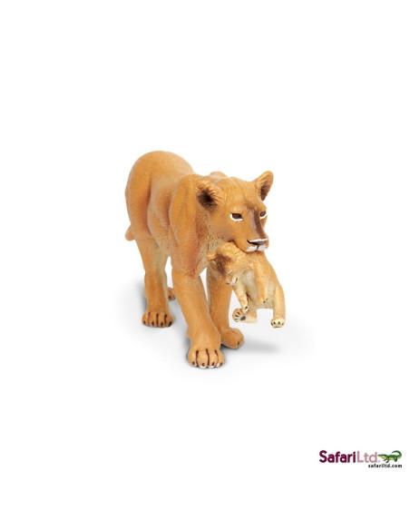 Lwica z lwiątkiem