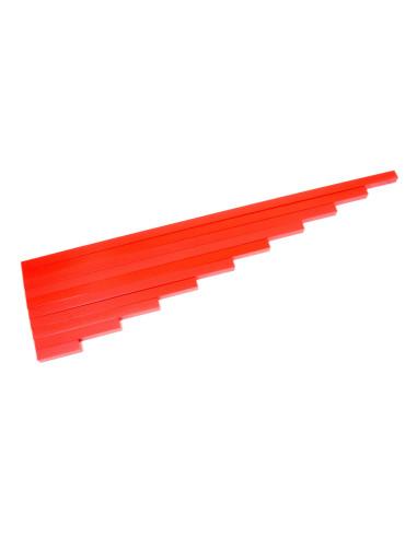Długie czerwone belki z drewna bukowego
