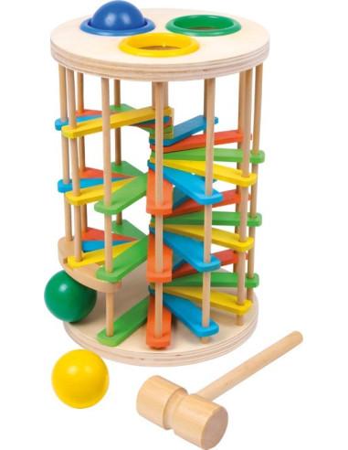 """Wieża """"Spadające piłki"""""""